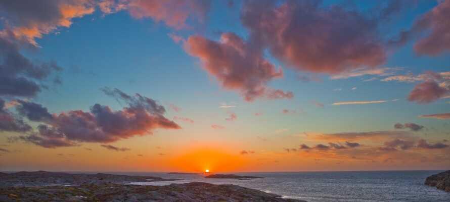 Njut av den otroliga naturen! Närheten till havet och fina stränder gör Smögen till ett sant semesterparadis.