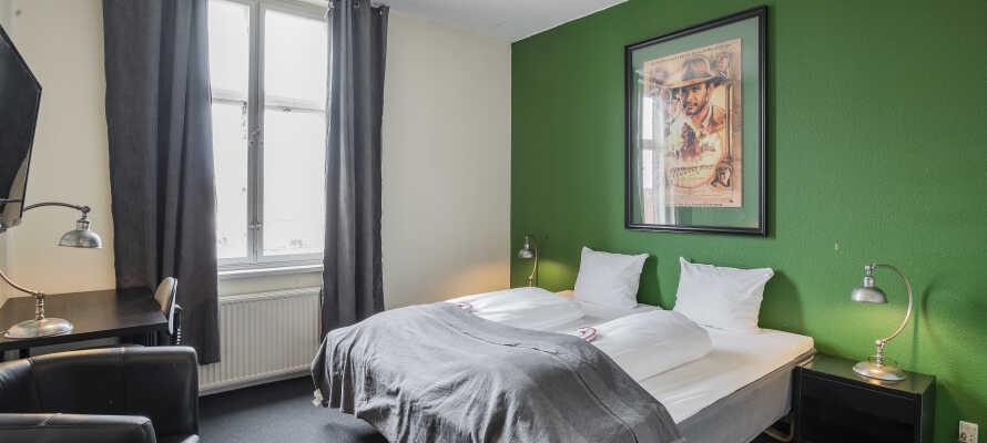Alle hotellets værelser er individuelt indrettet i forksellige farver og skaber en god base for jeres ophold i Næstved