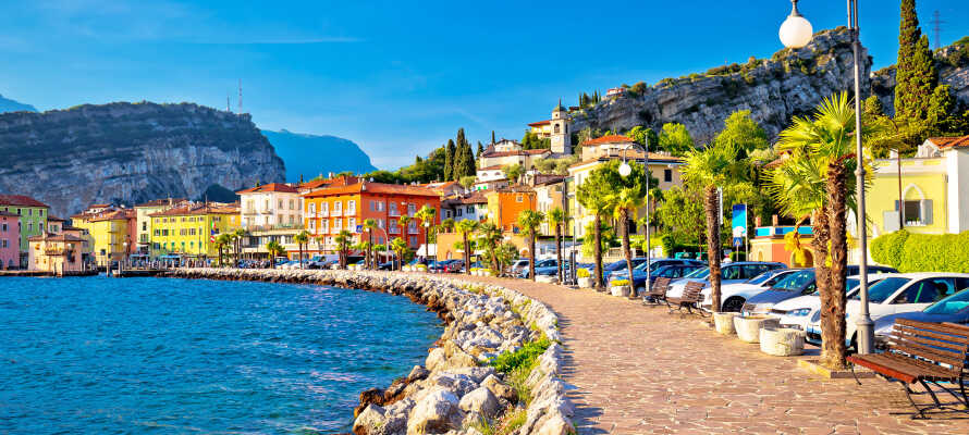 Torbole liegt in der Nähe des Hotels und ist eine charmante kleine Stadt am Monte Baldo.
