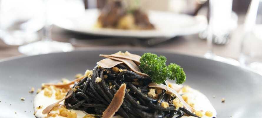 Hotellets køkken gør sig stor umage med at skabe moderne kreationer med traditionelle råvarer.