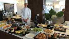 Das Garda Hotel Forte Charme bietet ein reichhaltiges Frühstücksbuffet sowohl im Restaurant als auch auf der Terrasse.