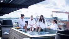 Hotellets velværeavdeling ligger i hotellets toppetasje med badstu og utendørs badestamp på terrassen