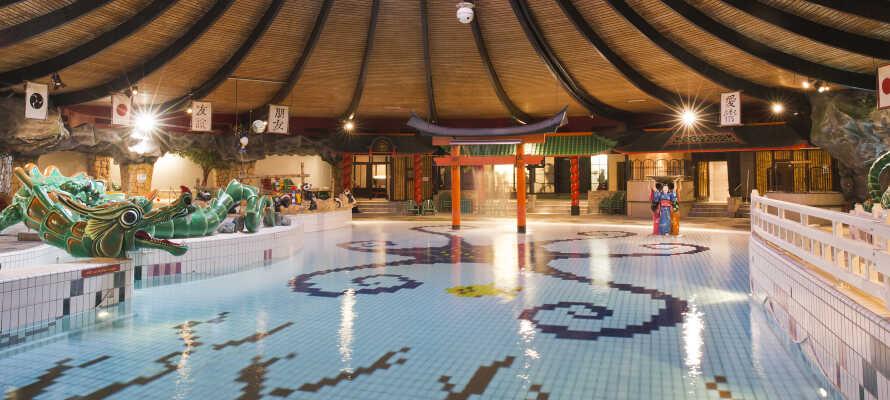 Hotellet har både en indendørs-og en udendørs pool, som I frit kan benytte