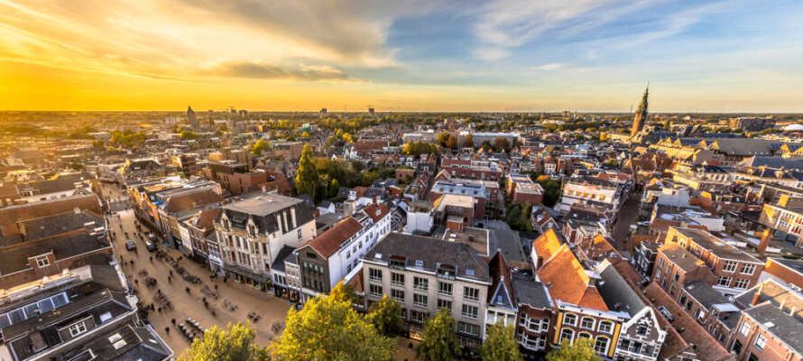 Dere bor ikke langt fra Groningen, som er kjent for sitt hyggelige bysentrum.