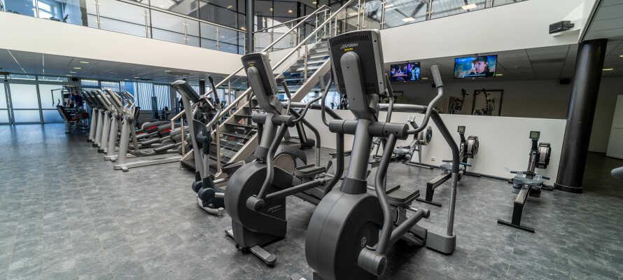 Hotellet har et stort treningsrom, hvor dere kan få rørt på kroppen.