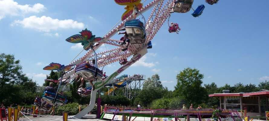 Fornøyelsesparken har alt som en dag med moro skal ha - rutsjebaner, karuseller og mye mer!