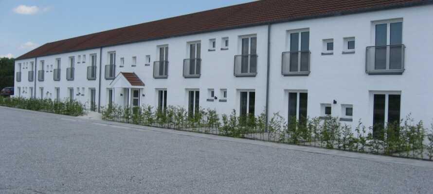 Hotel Gudenå er et selvbetjeningshotell, og tilbyr et sentralt utgangspunkt for opplevelser i både Sør-, Øst- og Midtjylland.