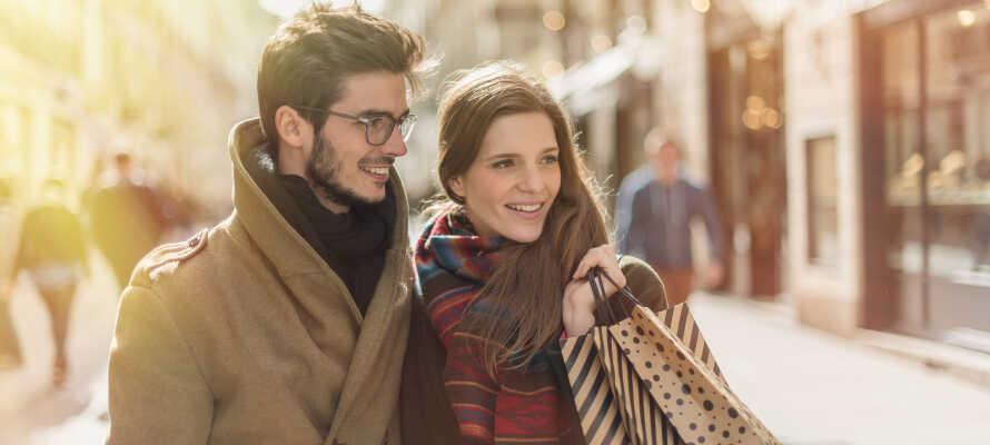 Passa även på att strosa runt längs de charmiga gågatorna i Vejle och ta del av stadens shoppingutbud.