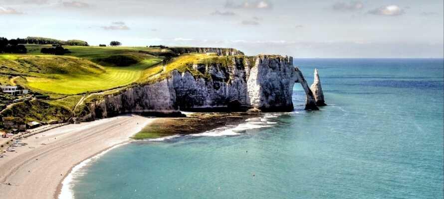 Den franske kysten er imponerende og vill, og her kan dere for eksempel oppleve det dramatiske landskapet ved Étretat