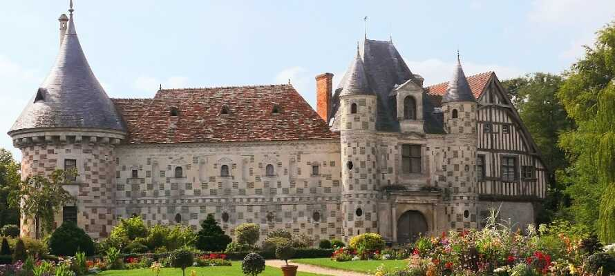 Det er mange flotte slott i området. Besøk bl.a. Saint Germain de Livet, som er en utrolig flott opplevelse for hele familien.