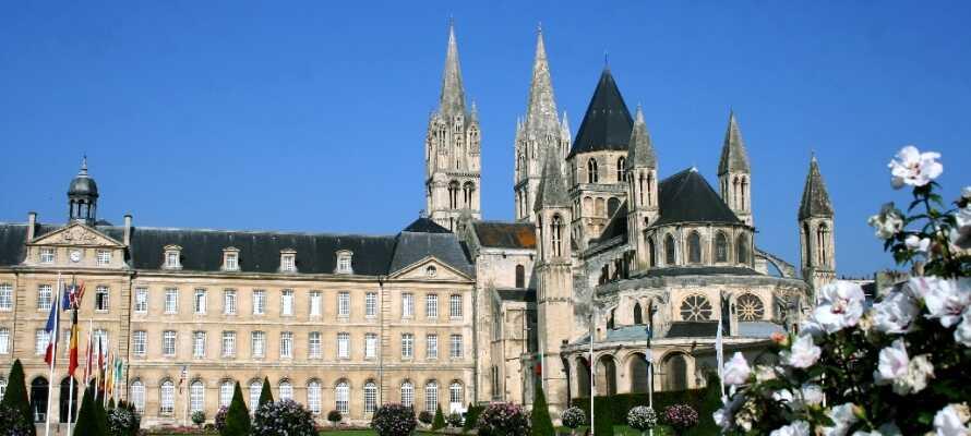 Besök det vackra klostret Men, som är ett av de många imponerande byggnadsverken i området.
