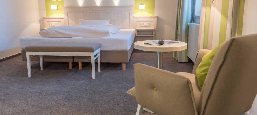 Værelserne giver jer hyggelige rammer for opholdet, og det er muligt at opgradere til et Comfort værelse.