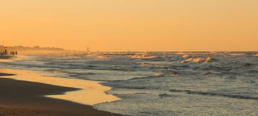 Die nahe Umgebung des Hotels ist reich an schönen weißen Sandstränden so weit das Auge reicht.