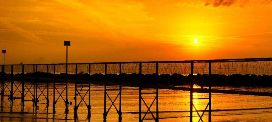 Gå aftenture og nyd de fantastiske solnedgange ved strandene i Rimini.