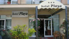 Bo nära havet på Hotel Playa i badorten Rimini.