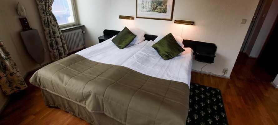 Hotellets værelser er moderne innredet, men med respekt og omtanke for den gamle sjarmen.