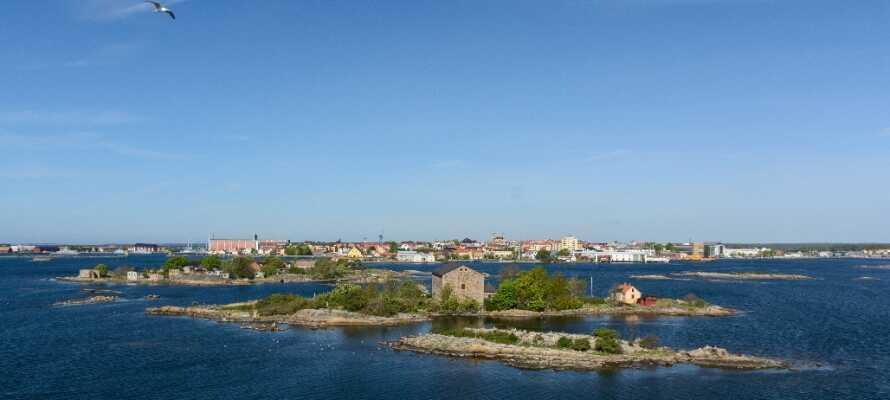 Byen har siden 1998 vært på UNESCO's verdensarvsliste på grunn av sin vel planlagte og velbevarte flåtehavnsbebyggelse.