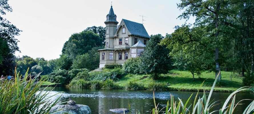 Tag en tur til den smukke lille kurby, Ronneby, hvor I bl.a. kan gå en dejlig tur i Brunnsparken.