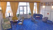 En lobby lidt ud over det sædvanlige, med en romantisk stil, og et behageligt interiør.
