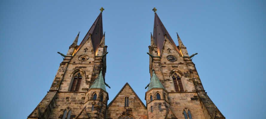 Machen Sie mit Ihren Freunden oder der Familie Ausflüge in die Umgebung und besuchen Sie beispielsweise die schöne historische Stadt Skara.