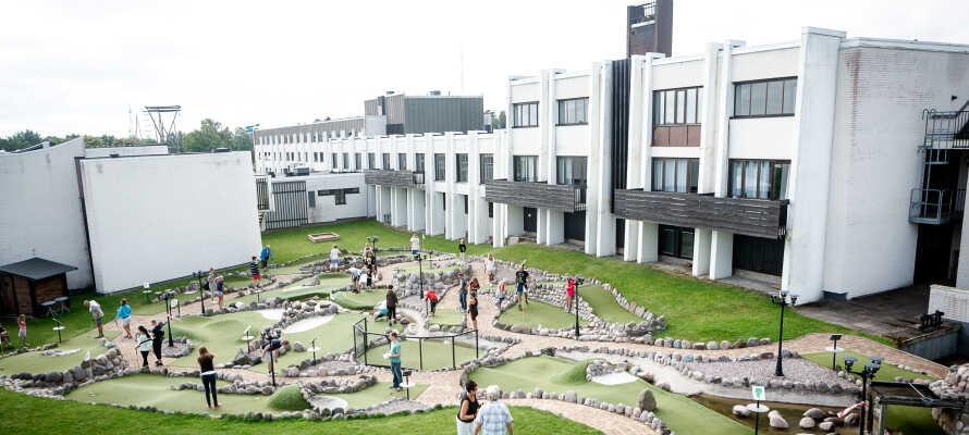 Hotellet passar utmärkt för barnfamiljer med närhet till aktiviteter, lekplats och Skogsmulleriket.