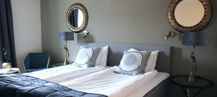 I vil hurtigt føle Jer hjemme og godt tilpas i de rolige omgivelser på hotellets moderne og rummelige værelser.
