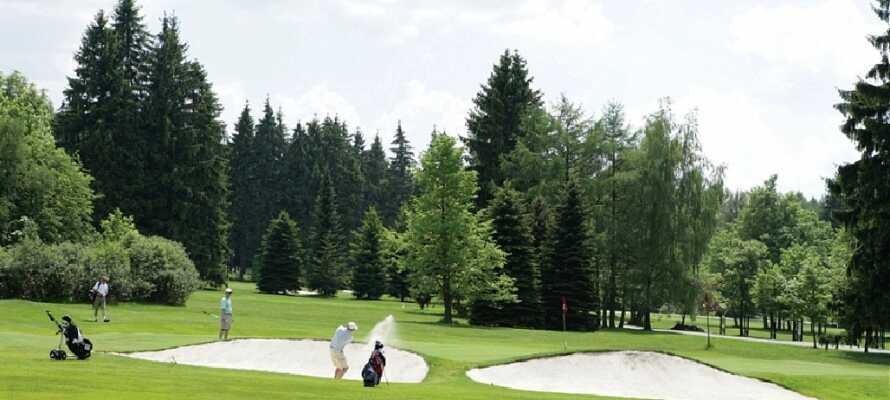 På Royal Golf Club Mariánské Lázné kan I tage den flotte 18-hullers golfbane, der bestemt har sine udfordringer.