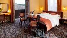 Exempel på ett av hotellets rum med balkong.