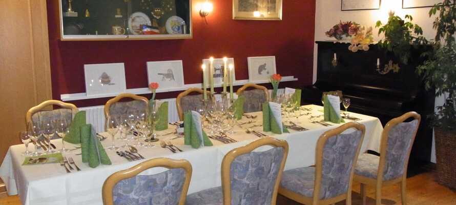 Restauranten på det familiedrevne hotel serverer regionale retter af de friskeste råvarer.