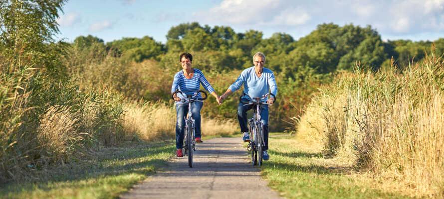 Fra hotellet kan I let og bekvemt udforske området på to hjul via områdets mange cykelstier.