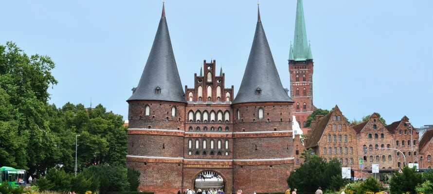 Holstentor markerer indgangen til den gamle bydel i Lübeck, som er på UNESCO's liste over verdenskulturarv.