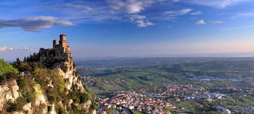 Besök republiken San Marino som erbjuder taxfreeshopping.