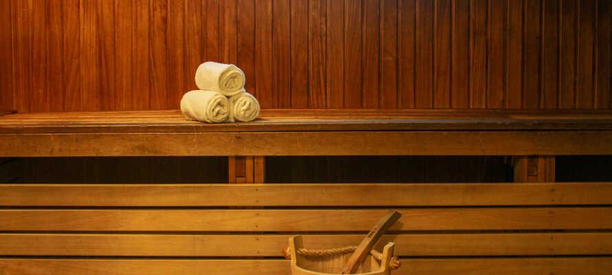 Som gäster på hotellet har ni även möjligheten till avslappning i den läckra bastun.