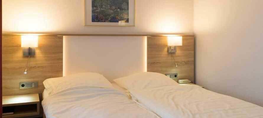 Rummen är fint inredda och har allt som behövs för att känna sig som hemma.