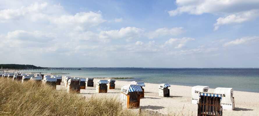 I nærheden af hotellet finder I nogle af Nordtysklands fine sandstrande med de traditionelle strandkurve.