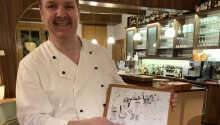 Helge Stöterau, der Sie sowohl als Chefkoch als auch als Eigentümer begrüßt.