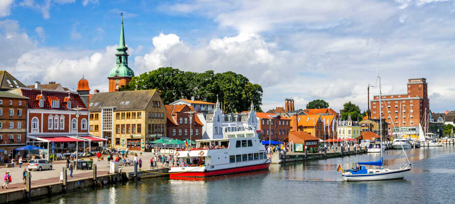 Se den praktfulla Flensburg Hamn med dess karaktäristiska och historiska utseende och mysiga restauranger