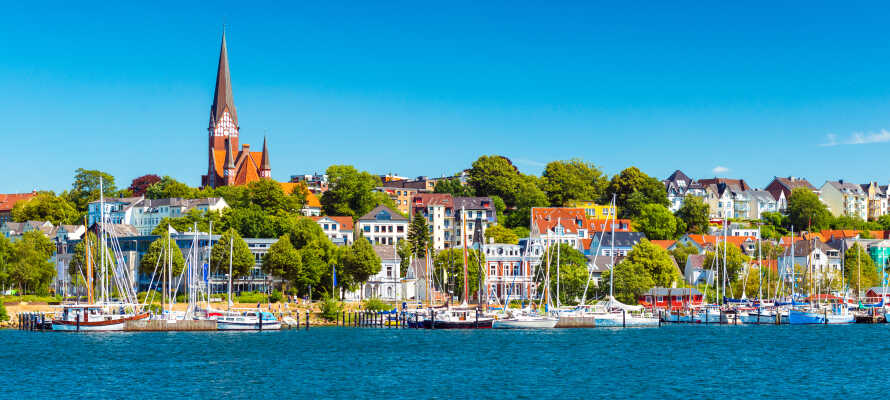 Entspannen Sie im Volkspark und genießen Sie den Ausblick über die Förde und die Dächer von Flensburg.