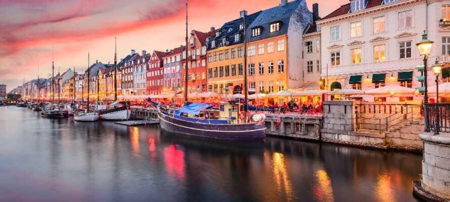 Tag ind til smukke København hvor I f.eks. kan gå en tur ned af strøget eller nyde stemningen i Nyhavn.