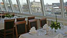 Fra restauranten har I en dejlig udsigt over lystbådehavnen