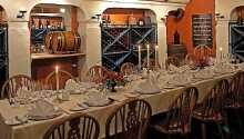 Nyd en god middag i hotellets stemningsfulde restaurant