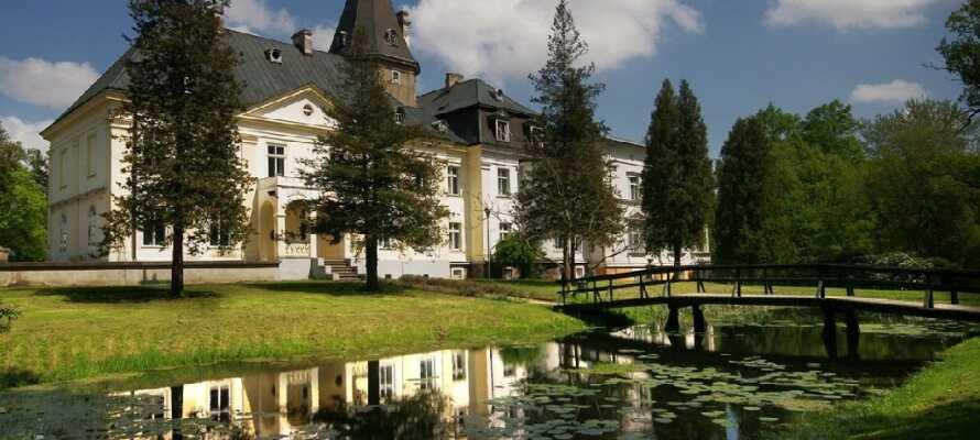 En lille køretur fra hotellet finder I Bismarcks meget imponerende jagthytte, hvor I kan opleve hans arbejdsværelse.