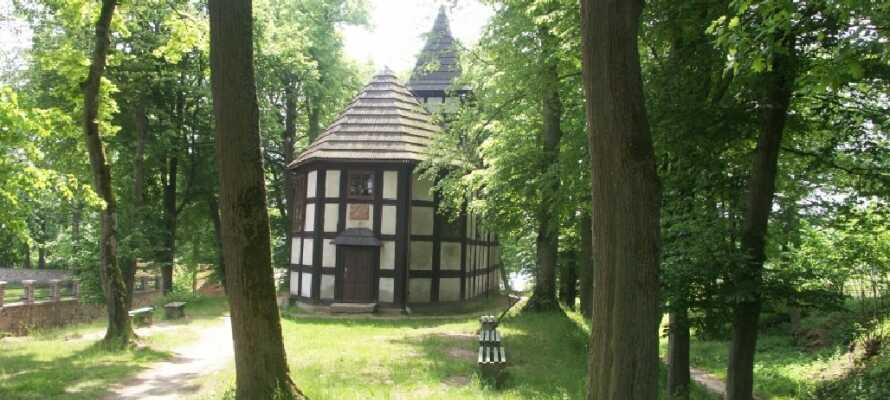 Endast 10 km från hotellet hittar ni den här lilla kyrkan som finns med på UNESCO:s världsarvslista.