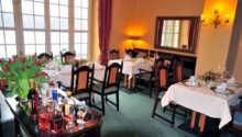 Hotellets restaurant byder på en varieret aftensmenu.