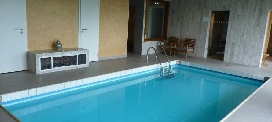 Hotellet har et nyt wellnessområde, en lille indendørs swimmingpool, et tyrkisk bad samt en sauna til fri afbenyttelse.