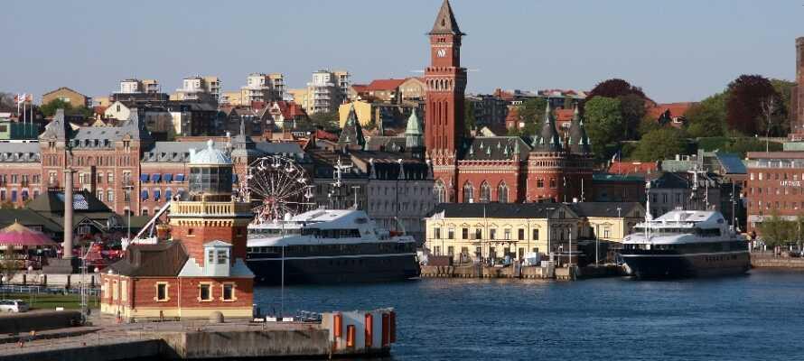 Hotellets läge är perfekt för att utforska Helsingborg. Ät gott, titta in i butiker och strosa nere vid hamnen.