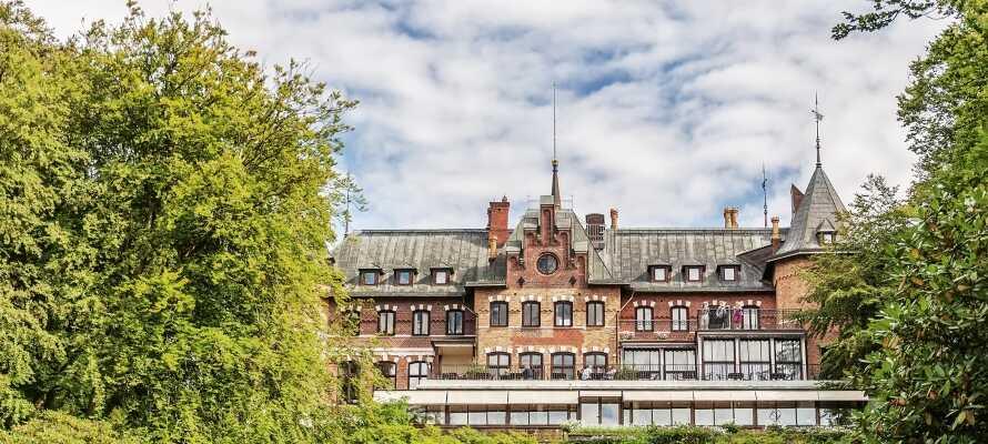 Sofiero är känt för sin rhododendronsamling, Sveriges största, med över 100 000 trädgårdsintresserade besökare kommer varje år.