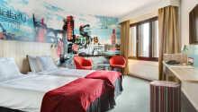 Exempel på ett av hotellets rum med 2 x 90 cm sängar.
