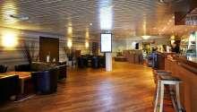 I lobbyn kan ni köpa hemgjorda smörgåsar och sallader. Dessutom bjuds ni på gratis kaffe/te och en kaka.