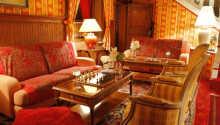Den hyggelige lobby er det perfekte sted at nyde en god bog.
